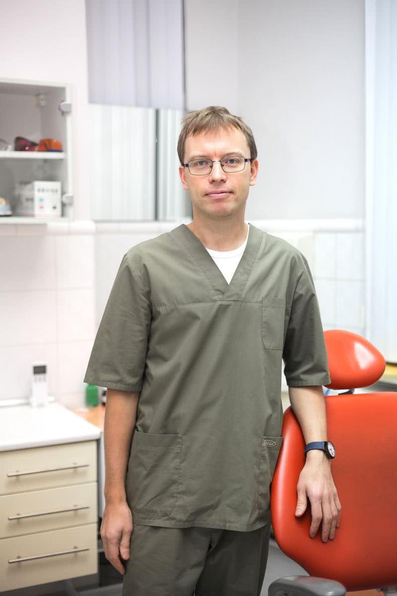 Попов Спартак Юрьевич - врач стоматолог