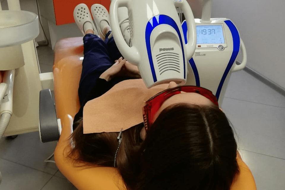 фотоотбеливание зубов в клинике дудко и сыновья